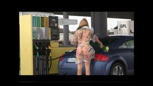 個撮 ガソリンスタンド 露出 海外3